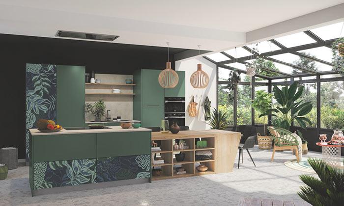 Cuisine ouverte avec façades imprimées motif Jungle