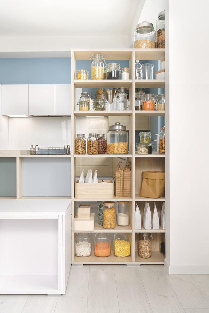 Etagères de cuisine avec niches ouvertes pour stocker ses aliments