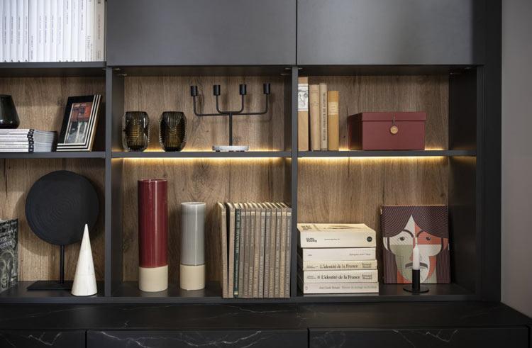bibliothèque avec petit bureau intégré avec éclairage
