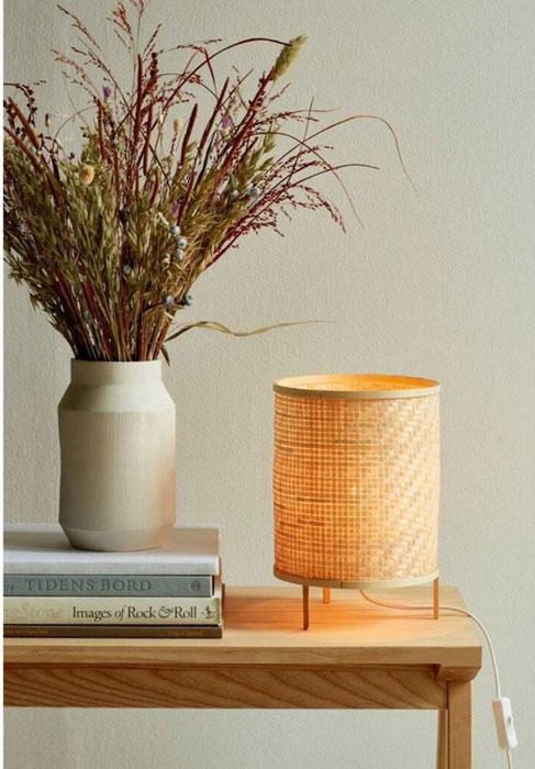 Zoom sur la Lampe de table Trinidad en bambou naturel tressé