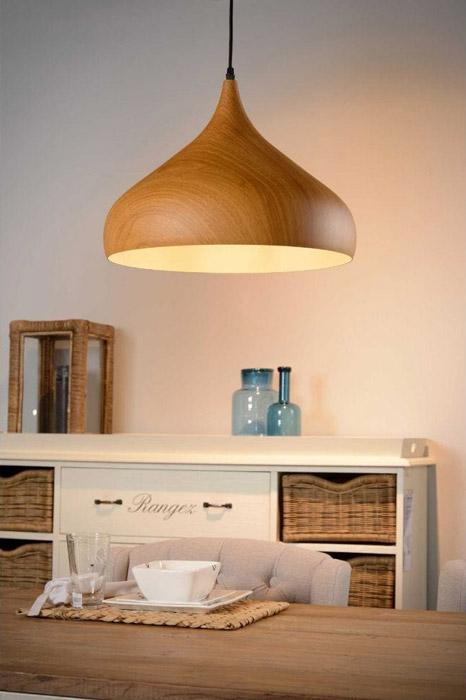 Suspension Woody métal imprimé bois foncé qui se fond parfaitement dans votre décoration