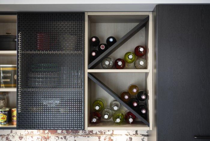 Meuble haut cuisine avec casiers à bouteilles intégrés