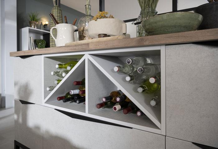 meuble bas gris avec range bouteilles en bois 100% recyclé
