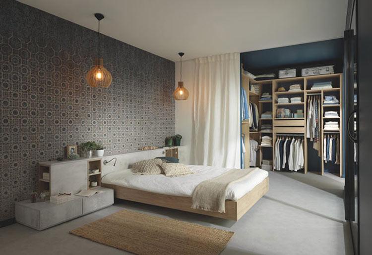 chambre à coucher avec mur en papier peint