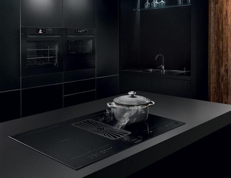 Cuisine noire avec des appareils de Dietrich