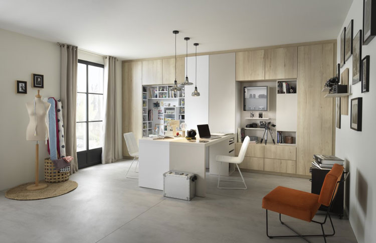 Espace loisirs avec bureau