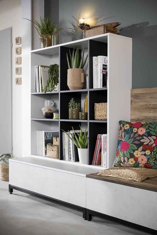 Bibliothèque avec niches de rangements faite avec des façades 100% recyclés