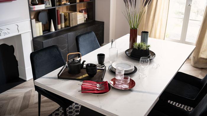 table en céramique design aspect marbre blanc